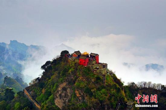 武当山自然美与人文美和谐统一。 周星亮 摄