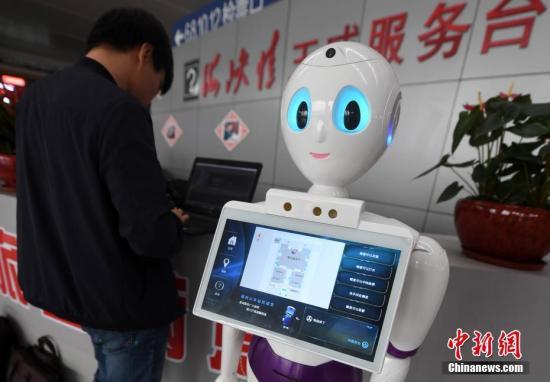 资料图:智能机器人。张斌 摄