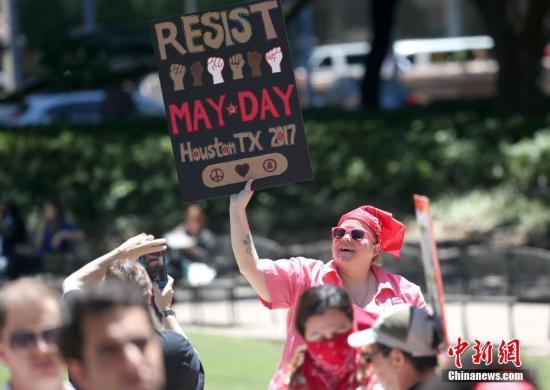 参与者包括多族裔移民、工会成员、社会活动家和学生。 <a target='_blank' href='http://www.chinanews.com/'>中新社</a>记者 王欢 摄