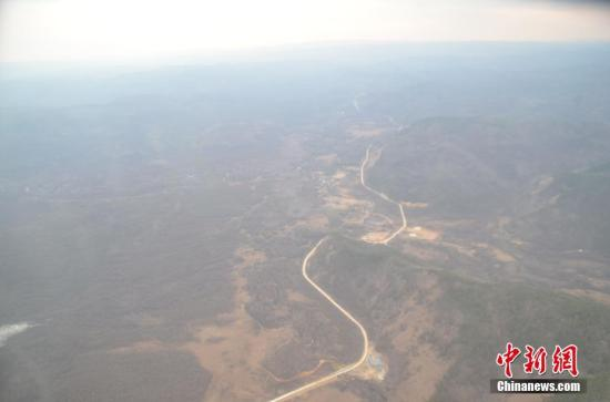 这场过境大火4月30日发生在内蒙古大兴安岭林区(中国与俄罗斯边境线附近)。 武警内蒙古森林总队大兴安岭支队 供图