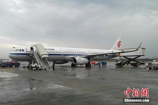 资料图:旅客乘坐飞机出行。 <a target='_blank' href='http://www.chinanews.com/'>中新社</a>发