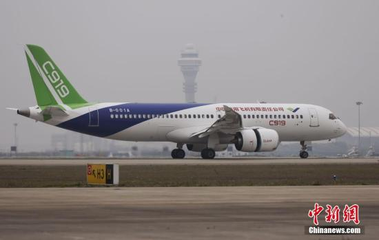 5月5日,首架国产大飞机C919在上海成功首飞。杨骏 摄