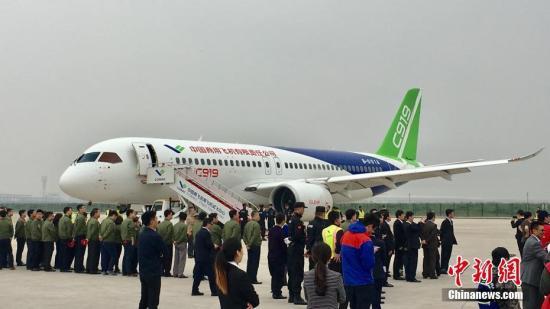 5月5日,首架国产大飞机C919在上海成功首飞。张素 摄