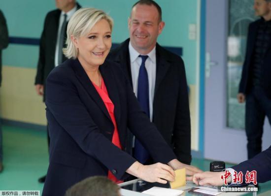 """材料图:法国""""百姓同盟""""指导仁攀勒庞。"""