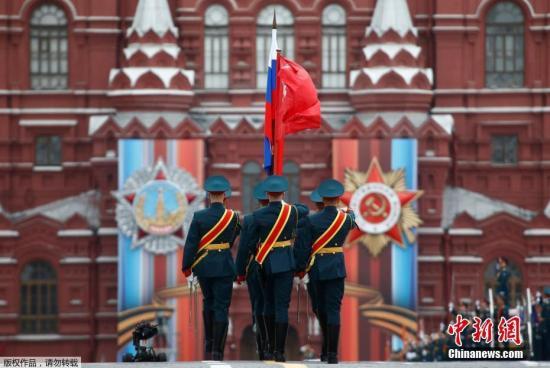 当地时间5月9日,俄罗斯在首都莫斯科举行盛大阅兵式庆祝卫国战争胜利72周年。