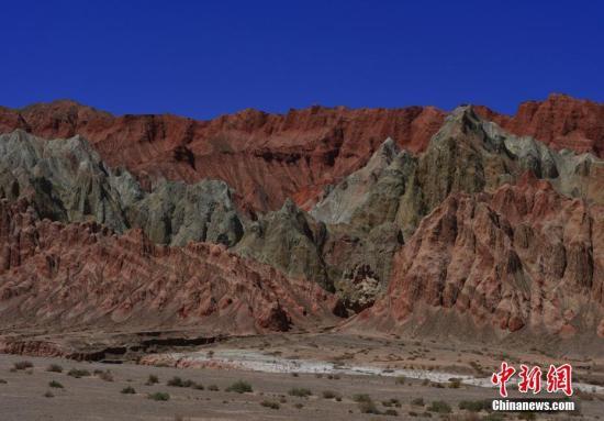 资料图:甘肃省玉门市红柳峡谷。 师永红 摄