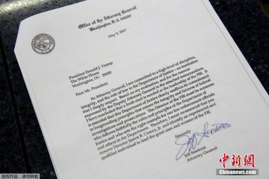 美国总统特朗普5月9日解除联邦调查局局长科米职务。图为特朗普解雇科米的相关资料。