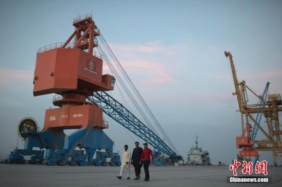 资料图:2013年,中国企业取得瓜达尔港运营权。按照规划,瓜达尔港口2022年将成为南亚最大的港口航运中心。中新社记者 刘关关 摄