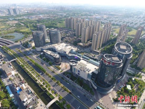 资料图:写字楼(图文无关)。图片来源:视觉中国