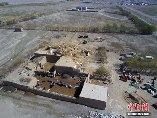 资料图:5月11日5时58分,新疆喀什地区塔什库尔干塔吉克自治县发生5.5级地震,震源深度8千米。图为地震灾区。戎睿 摄