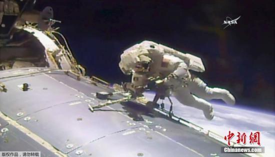 资料图:NASA公布的一次太空行走任务的视频截图。