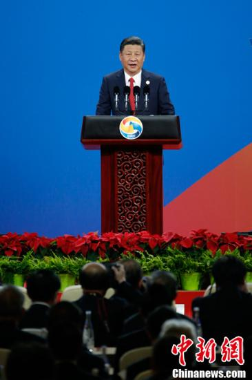 """5月14日上午,中国国家主席习近平在北京出席""""一带一路""""国际合作高峰论坛开幕式并发表主旨演讲。中新社记者 盛佳鹏 摄"""