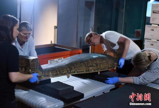 资料图:精选展品从大英博物馆运抵该馆。<a target='_blank' href='http://www.chinanews.com/'>中新社</a>记者 谭达明 摄