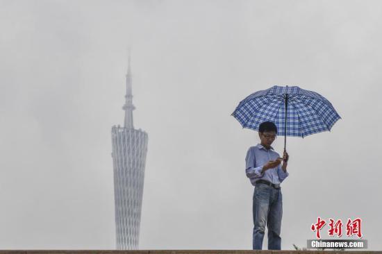 5月15日,受降雨云系影响,广东全省共有53个暴雨预警信号生效。<a target='_blank' href='http://www.chinanews.com/'>中新社</a>记者 陈骥�F 摄