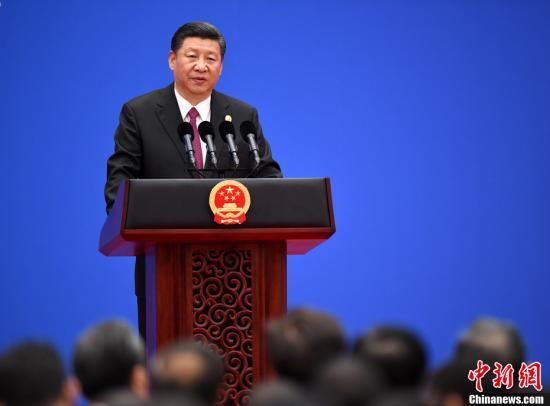 """5月15日,中国国家主席习近平在北京会见中外记者,介绍""""一带一路""""国际合作高峰论坛会议情况和主要成果。中新社记者 侯宇 摄"""
