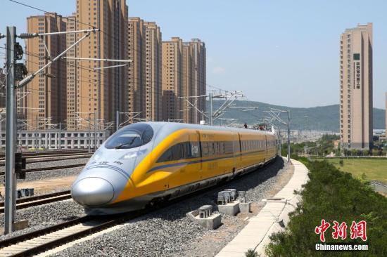 资料图 行驶中的高铁列车。<a target='_blank' href='http://www.chinanews.com/'>中新社</a>记者 张远 摄