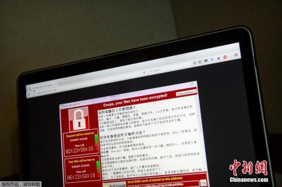 勒索病毒WannaCry利用Windows操作系统445端口存在的漏洞进行传播,并具有自我复制、主动传播的特性。勒索病毒感染用户计算机后,将对计算机中的文档、图片等实施高强度加密,并向用户勒索赎金。目前,安全业界暂未能有效破除该勒索软的恶意加密行为,用户主机一旦被勒索软件渗透,只能通过重装操作系统的方式来解除勒索行为,但用户重要数据文件不能直接恢复。图为2017年5月13日,一台位于北京的笔记本电脑屏幕上显示的勒索病毒界面。
