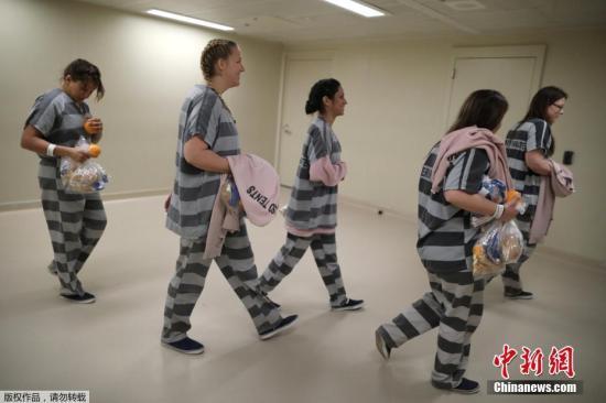 资料图:美国监狱内的场景。