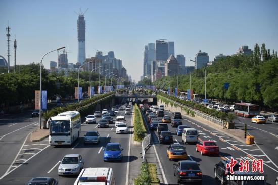 资料图:北京市城区路网拥堵严重。中新网记者 金硕 摄