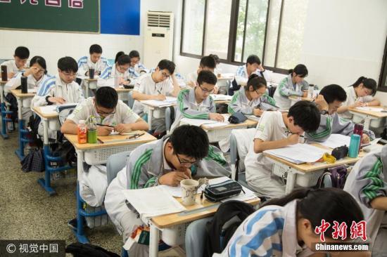 教育部发布高中新课标 古诗文背诵篇目增至72篇