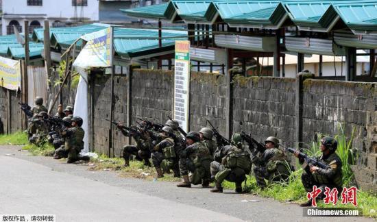 菲律宾军方在马拉维与武装分子交火。据报道,目前已有31名武装分子被击毙。