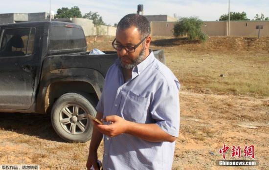 当地时间2017年5月24日,利比亚的黎波里,英国曼彻斯特爆炸案嫌犯的父亲Ramadan Abedi。在体育馆引爆炸弹的袭击者身份已经确认,是出生在曼彻斯特、来自一个利比亚移民家庭的萨勒曼?阿贝迪。
