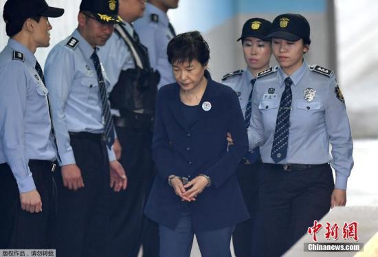 朴槿惠庭审时旁听大叔高喊要提问 被罚50万韩元