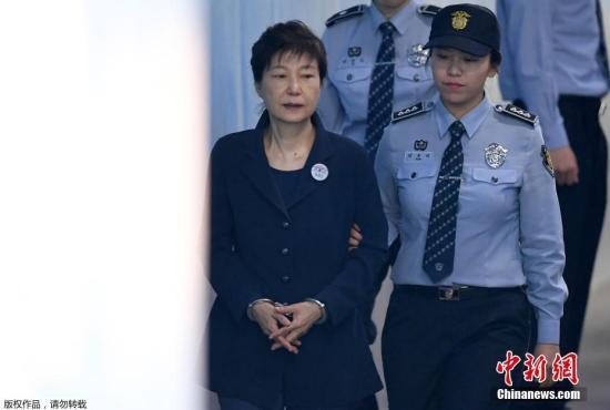 当地时间2017年5月25日,韩国首尔,韩国前总统朴槿惠被押送至首尔中央地方法院,接受第二次公审。