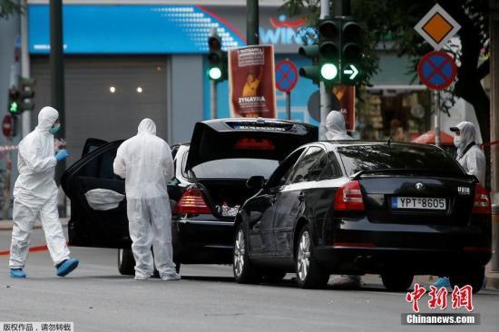 当地时间5月25日,希腊前总理帕帕季莫斯在雅典市中心遇袭受伤,据称放置在这位前总理车内的邮件炸弹爆炸,直接导致帕帕季莫斯和他的司机受伤。目前,69岁的帕帕季莫斯和他的司机正在医院接受治疗,目前没有生命危险。