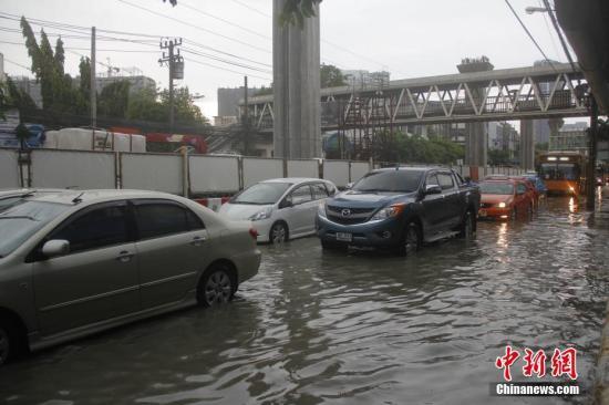 泰国曼谷暴雨成灾积水严重
