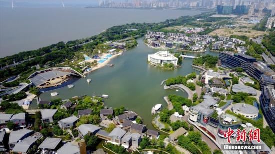 图为航拍深圳欢乐海岸景区。(资料图片) 中新社记者 陈文 摄