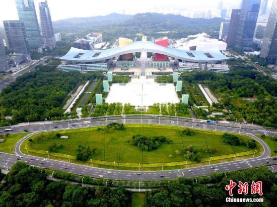 图为航拍深圳市民中心广场。(资料图片) 中新社记者 陈文 摄