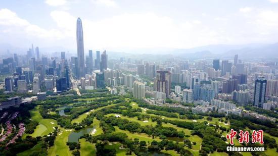 图为航拍深圳高尔夫球场。(资料图片) 中新社记者 陈文 摄