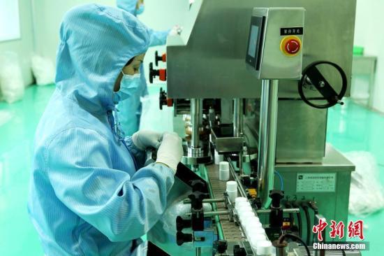 资料图:药品生产线。中新社记者 张添福 摄