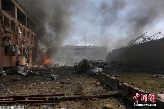 据外媒报道,当地时间5月31日,阿富汗首都喀布尔市使馆区发生爆炸。阿富汗卫生部最新消息称,爆炸已经导致至少80人死亡,300人受伤。