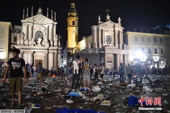 欧冠决赛意大利球迷广场观战突发踩踏近1500人伤