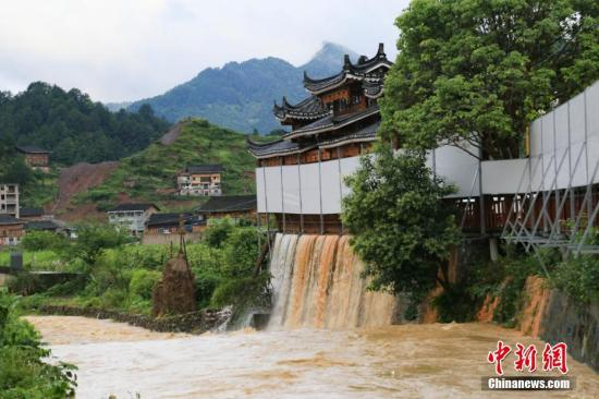6月5日凌晨3时至6时,贵州省雷山县遭受暴雨袭击。 中新社发 杨承鸿 摄