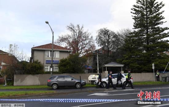 """《澳大利亚人报》报道说,此次事件中的劫持者雅各布早已被安全部门注意。在2009年挫败的一起恐怖袭击图谋中,反恐机构将雅各布视为""""风险较低的相关者""""。人质事件发生前,雅各布正处于假释期。"""