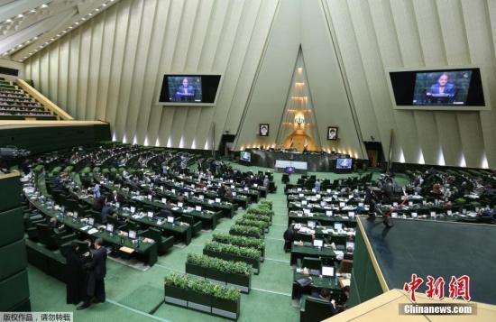 据报道,伊朗议会大厦袭击者有3人,枪手劫持了几名人质,枪击事件导致至少1人死亡3人受伤。目前,伊朗议会大厦已经关闭。图为伊朗议会现场资料图。
