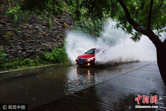 南京大暴雨 明城墙再现。 图片来源:视觉中国