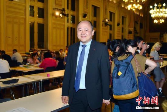 法国议会选举华裔候选人陈文雄首轮投票大幅胜出