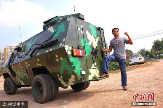 """退伍兵耗资三万造""""装甲车"""" 出租两年挣近万元。图片来源:视觉中国"""
