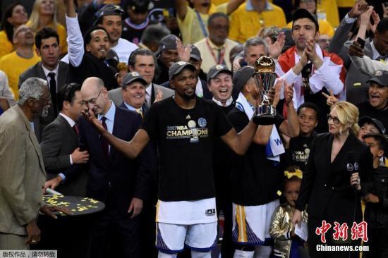 iliaotu :2017年杜蘭特首次奪冠,并獲評總決賽MVP。