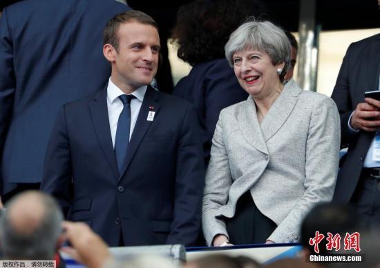 资料图:法国总统马克龙与英国首相特蕾莎。