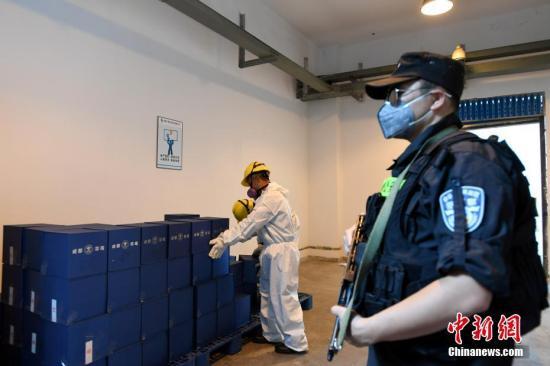 6月16日,成都市禁毒委员会集中销毁缴获的毒品54.87公斤及易制毒化学品和废料2.43吨。图为销毁现场。 中新社记者 安源 摄