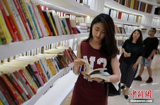 """资料图:一座以""""阅读时代""""为主题的""""交换图书馆""""开放。泱波 摄"""