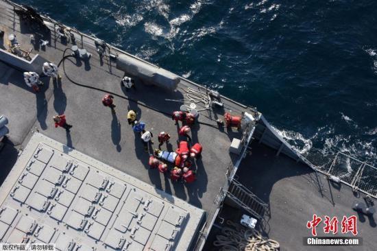 """当地时间6月17日凌晨,美国海军第七舰队""""菲茨杰拉德""""号驱逐舰在日本近海与一艘菲律宾籍货船相撞,现已造成美国军舰上3人受伤、7人失踪。"""