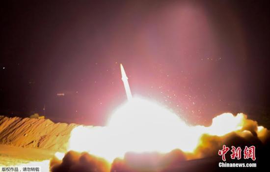 伊朗伊斯兰革命卫队当地时间6月18日晚23时发布声明称,伊斯兰革命卫队当晚从克尔曼沙汗省和库尔德斯坦省军事基地向叙利亚代尔祖尔地区发射多枚地对地导弹,打击该地区恐怖分子。