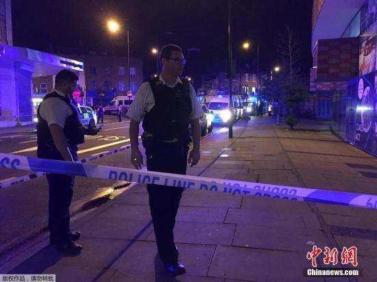 伦敦医疗救护部门称他们已经向现场派出大批人员进行救援。
