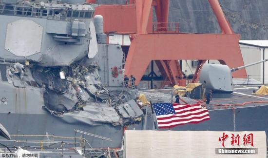 """事故造成""""菲茨杰拉德""""号舰体右侧大幅损坏,舰内部分区域发生渗水。除7名船员失踪外,美军军舰上还有包括舰长在内的3人受伤,菲律宾货船方面暂无人员伤亡报告。日美双方正在对事故原因进行深入调查。"""